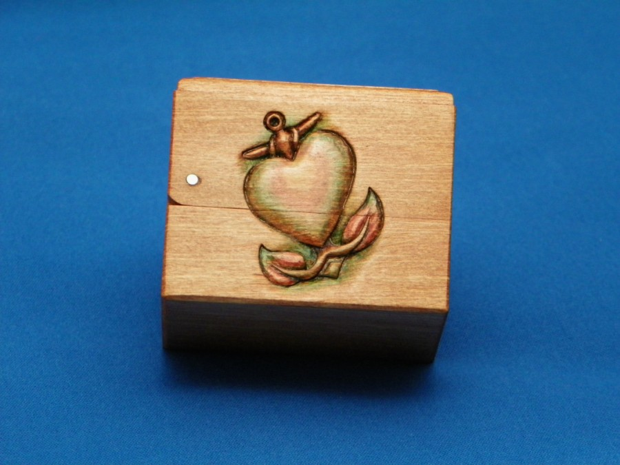 heart / anchor carving